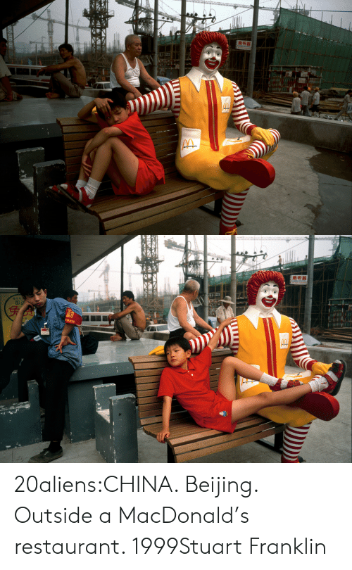 Beijing: மசக  வரி   助听器  genglu 20aliens:CHINA. Beijing. Outside a MacDonald's restaurant. 1999Stuart Franklin