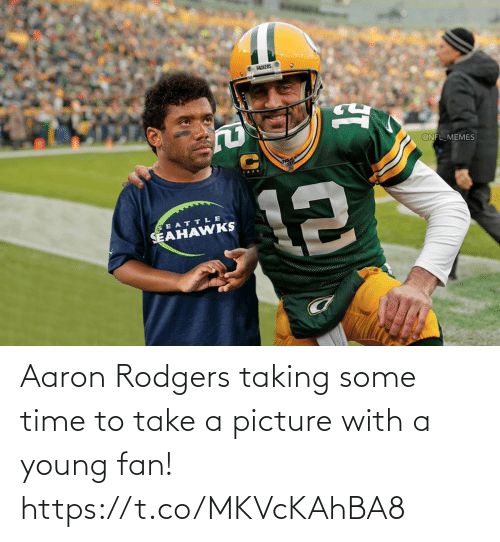 Taking: Aaron Rodgers taking some time to take a picture with a young fan! https://t.co/MKVcKAhBA8