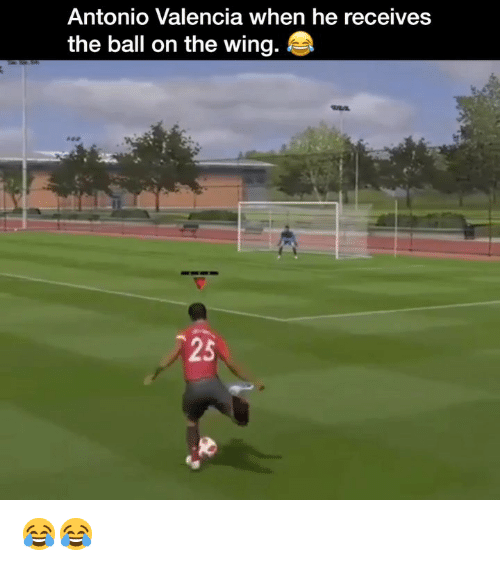 Memes, 🤖, and Valencia: Antonio Valencia when he receives  the ball on the wing.  25 😂😂
