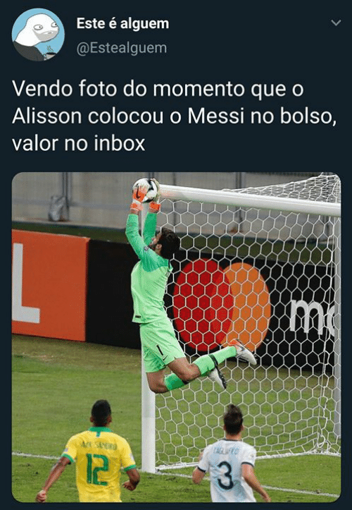 Inbox, Messi, and Pt-Br (Brazilian Portuguese): Este é alguem  @Estealguem  Vendo foto do momento que o  Alisson colocou o Messi no bolso,  valor no inbox  TAGLWO  12  30