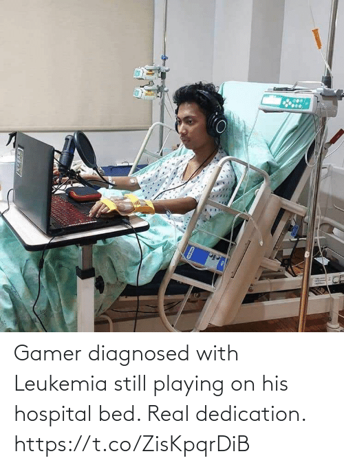 playing: Gamer diagnosed with Leukemia still playing on his hospital bed. Real dedication. https://t.co/ZisKpqrDiB