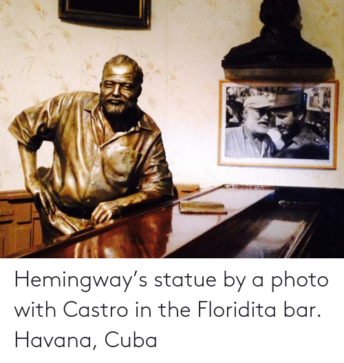 castro: Hemingway's statue by a photo with Castro in the Floridita bar. Havana, Cuba