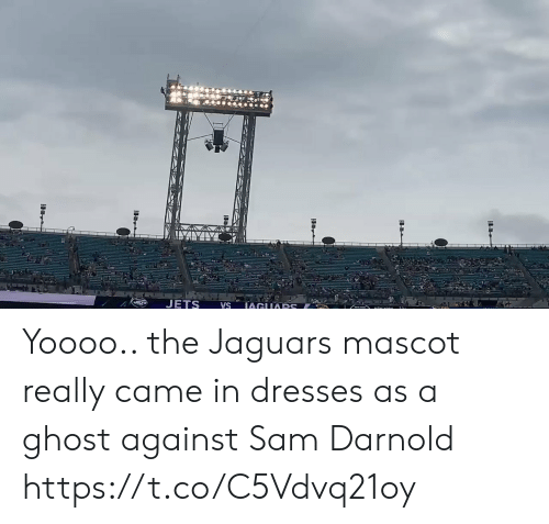 sam: JETS  IAGUARS  VS Yoooo.. the Jaguars mascot really came in dresses as a ghost against Sam Darnold https://t.co/C5Vdvq21oy