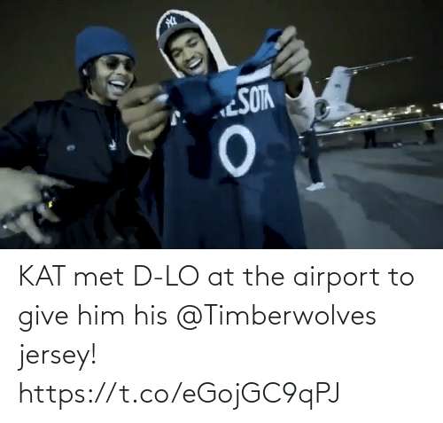 airport: KAT met D-LO at the airport to give him his @Timberwolves jersey! https://t.co/eGojGC9qPJ