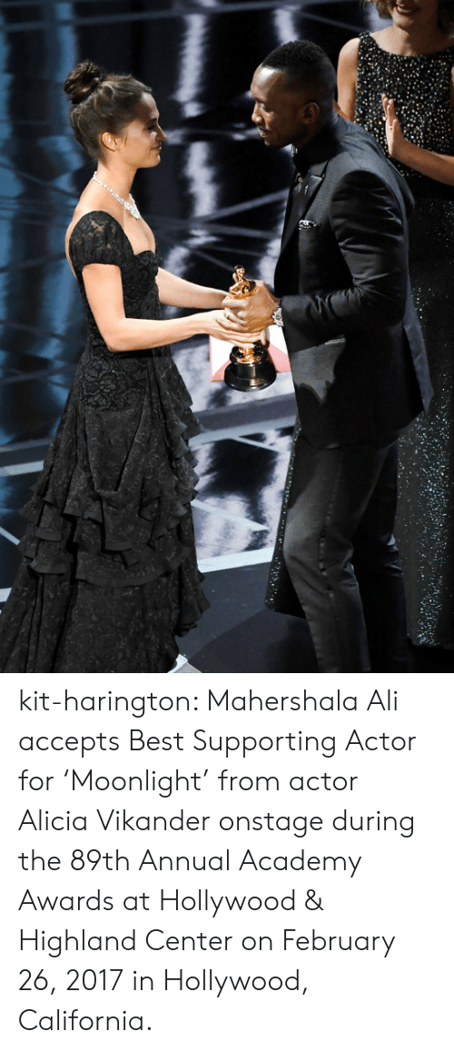 2017 In: kit-harington: Mahershala Ali accepts Best Supporting Actor for 'Moonlight' from actor Alicia Vikander onstage during the 89th Annual Academy Awards at Hollywood & Highland Center on February 26, 2017 in Hollywood, California.