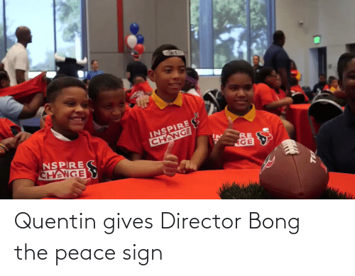 Gives: Quentin gives Director Bong the peace sign