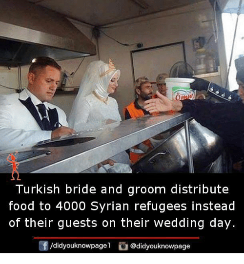 Syrian Refugees: Turkish bride and groom distribute  food to 4000 Syrian refugees instead  of their guests on their wedding day.  /didyouknowpage1 Cu  @did page  dyouknow