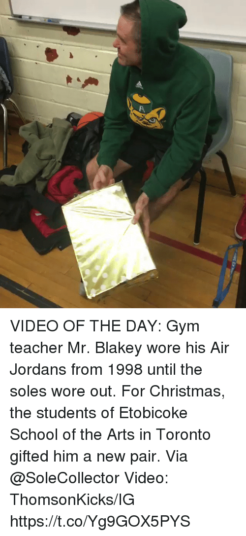 Christmas, Gym, and Jordans: VIDEO OF THE DAY:  Gym teacher Mr. Blakey wore his Air Jordans from 1998 until the soles wore out.   For Christmas, the students of Etobicoke School of the Arts in Toronto gifted him a new pair.   Via @SoleCollector Video: ThomsonKicks/IG   https://t.co/Yg9GOX5PYS